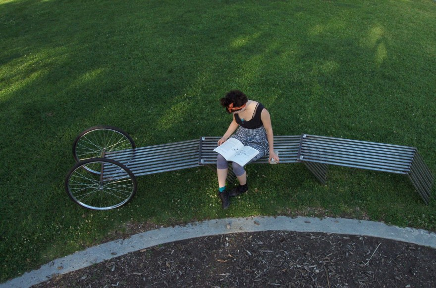 Bench_girl_reading